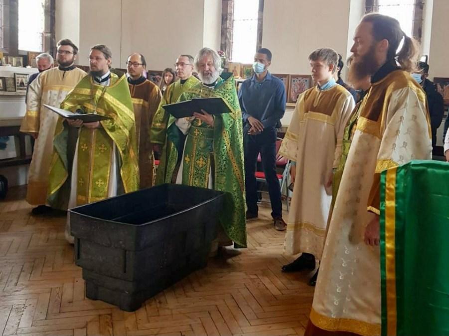 Three Adults Are Received Into Holy Orthodoxy on Lazarus Saturday in Wallasey, England. | В субботу Лазареву в Уолласи (Англия) трое оглашенных были приняты в Святое Православие по древнему церковному обычаю.