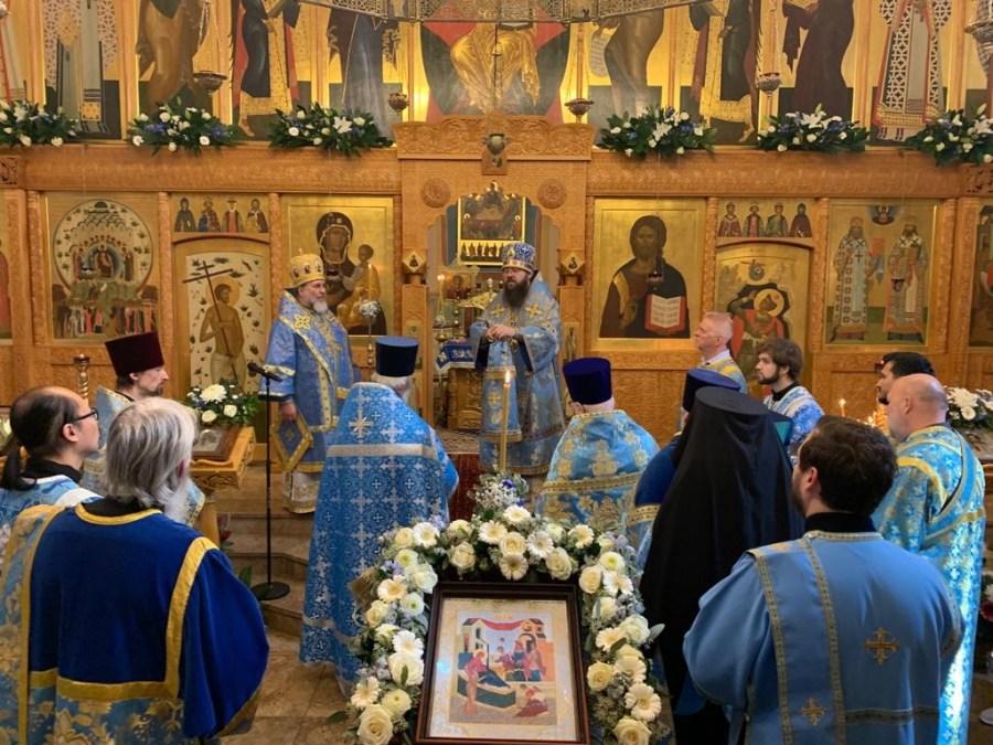 The Altar Feast of the Diocesan Cathedral in London is Concelebrated by Bishops Irenei and Alexander.   Торжества по случаю престольного праздника в кафедральном соборе Лондона возглавили епископы Ириней и Александр.